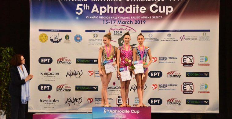 Στιγμιότυπο από την απονομή του χρυσού μεταλλίου του σύνθετου ατομικού γυναικών στην Ελένη Κελαϊδίτη (στο κέντρο μεταξύ των αθλητριών).