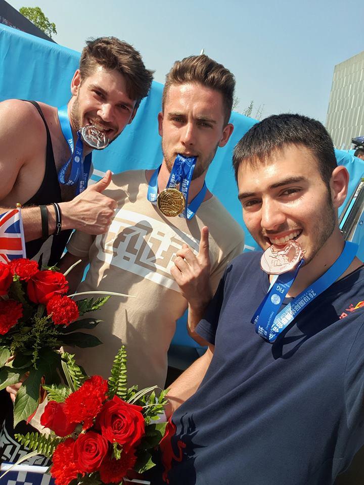 Ο Δημήτρης Κυρσανίδης (δεξιά) κατέκτησε το χάλκινο μετάλλιο στο Speed Run ανδρών του παγκοσμίου κυπέλλου, πίσω από τον Βρετανό Ντέιβιντ Νελμς (αριστερά) και τον Ελβετό Κρίστιαν Χάρματ (κέντρο).